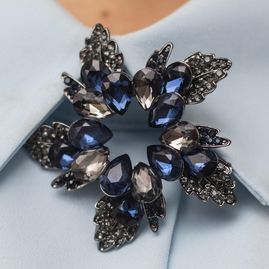 Луксозна брошка - син диамант
