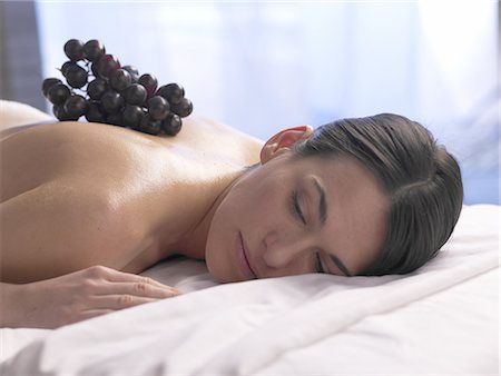 Енергизиращ Масаж с грозде и вино