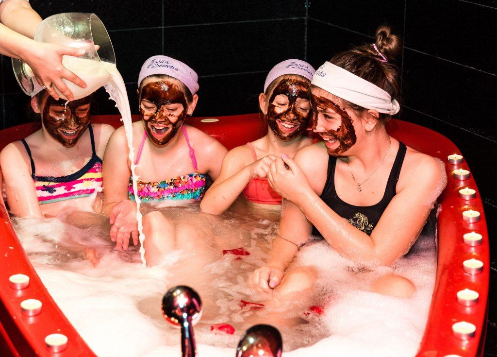 СПА детски партита - вана на Клеопатра